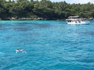 プーケットのダイビングショップ ラチャヤイ島の海