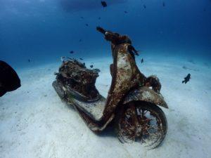 ラチャヤイ島ベイ1 水中バイク