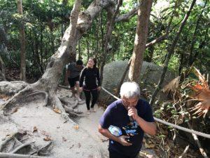 シミラン諸島のバランスロック登り中
