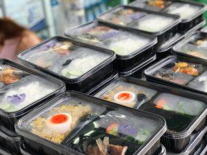 食事無料配布のご飯