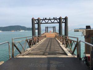 チャロン港の船着場