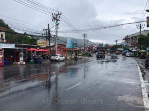 プーケット、カタ地区の雨