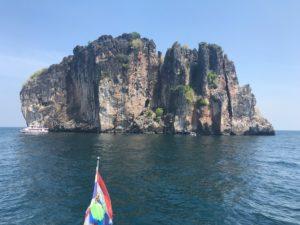 ドクマイ島海上