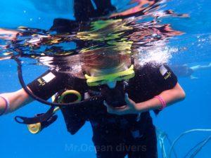 体験ダイビング、水面にて呼吸慣らし
