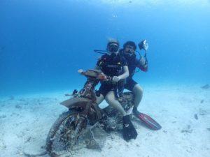 ラチャヤイ島の沈バイク