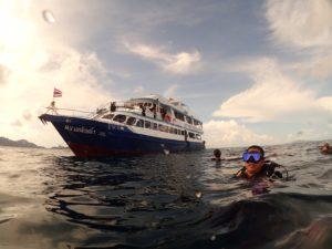 ダイビング終了後、水面にて