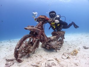 沈バイクとダイバー