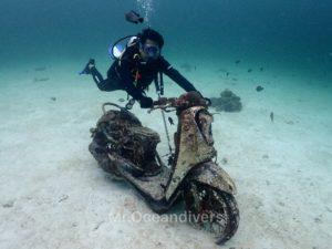 ラチャヤイ島 ベイ1 バイク
