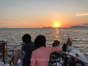 プーケットでダイビング ボートから見る夕日
