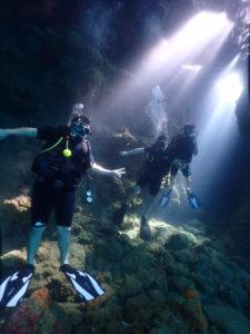プーケットでダイビング ピピ島のも幻想的な地形ポイント