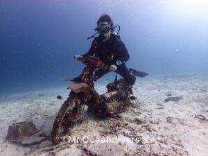ラチャヤイ島 ベイ1 水中バイク