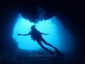 プーケットでダイビング ドクマイ島のケーブ
