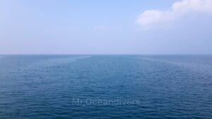 プーケットのラチャノイ島でダイビング