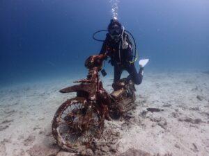 プーケットでダイビング 水中バイク