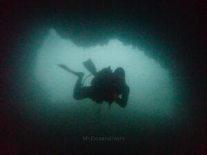 ピピ島でダイビング ドクマイ島のケーブ