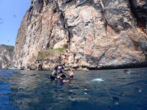 ピピ島でダイビング 島を背景に撮影